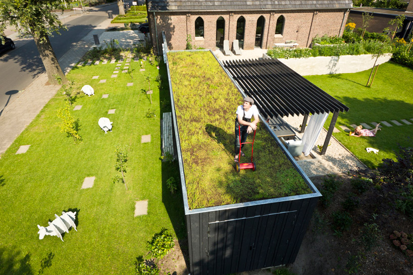 5 beautiful container homes with green roofs container - Transformar contenedor maritimo vivienda ...